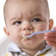Kako uvjeriti izbirljivo dijete da proba novu hranu?